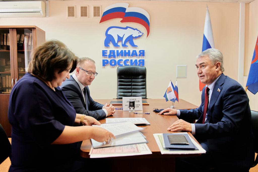 Рахим Азимов подал документы на участие в предварительном голосовании
