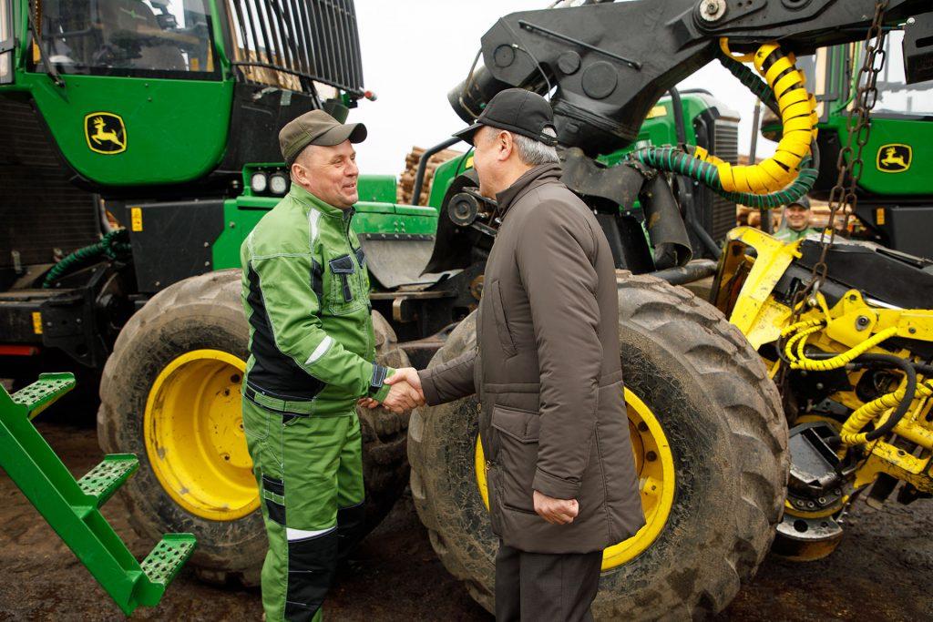 Рахим Азимов посетил предприятия и образовательные учреждения Лузы