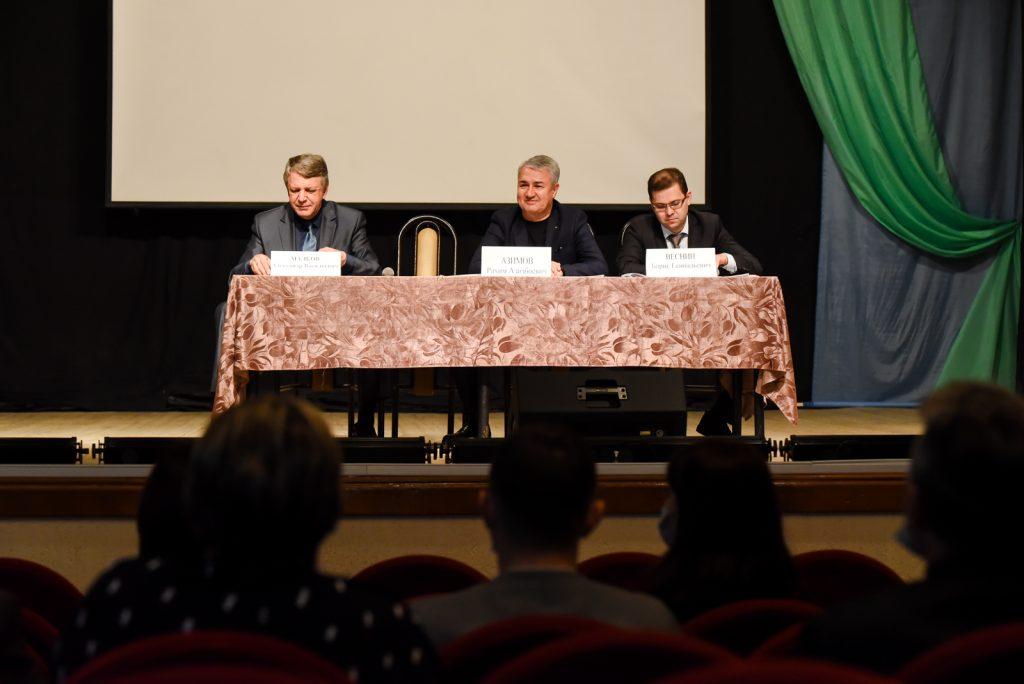 Рахим Азимов продолжит привлекать средства на  развитие спортивных объектов Омутнинского района