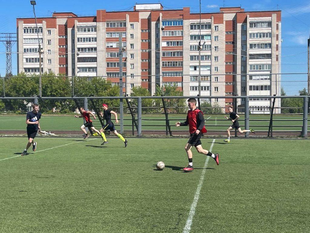 При поддержке Рахима Азимова в Кирове прошел турнир по дворовому футболу