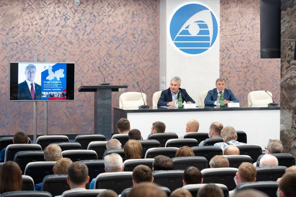 Вопросы поддержки промышленных предприятий Кировской области были обсуждены на встрече Рахима Азимова с работниками АО «ВМП «АВИТЕК»