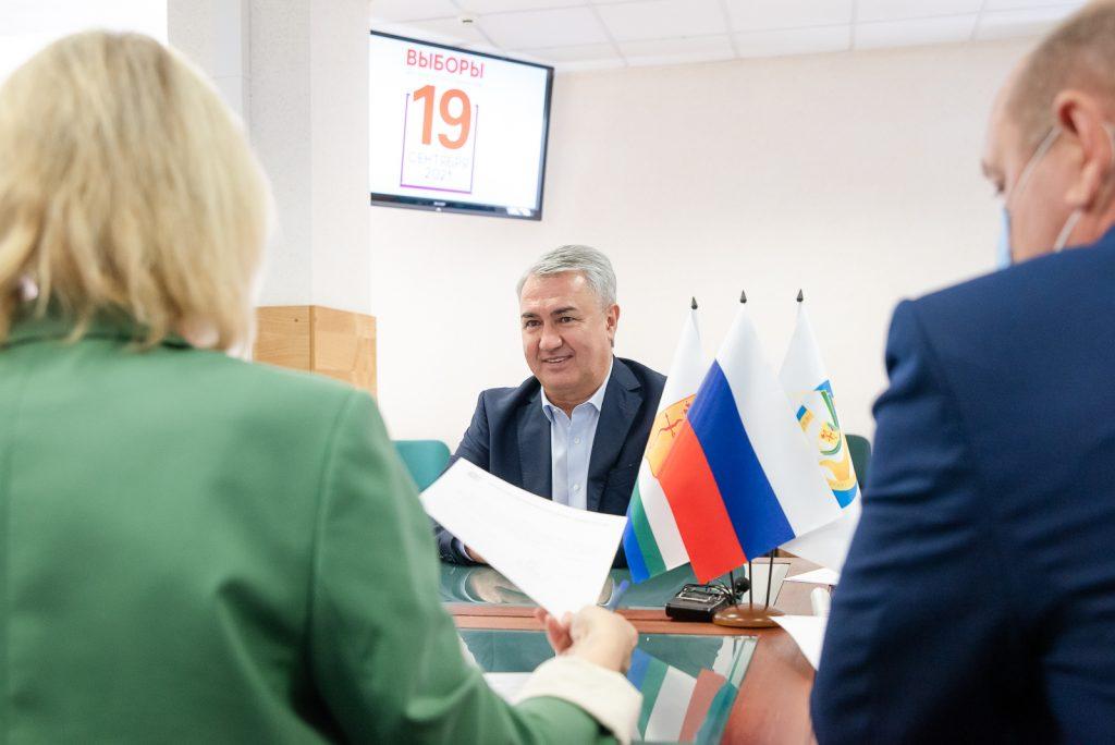 Рахим Азимов стал первым зарегистрированным кандидатом в депутаты Госдумы