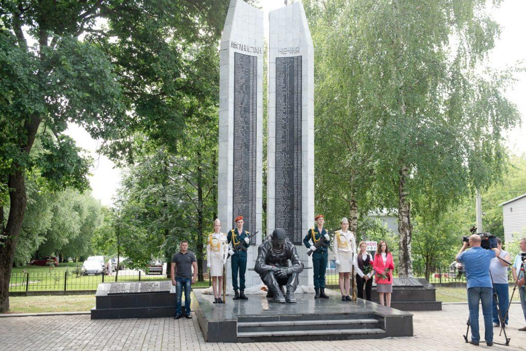 При поддержке Рахима Азимова в Кирове реконструирован памятник кировчанам, погибшим при исполнении воинского долга