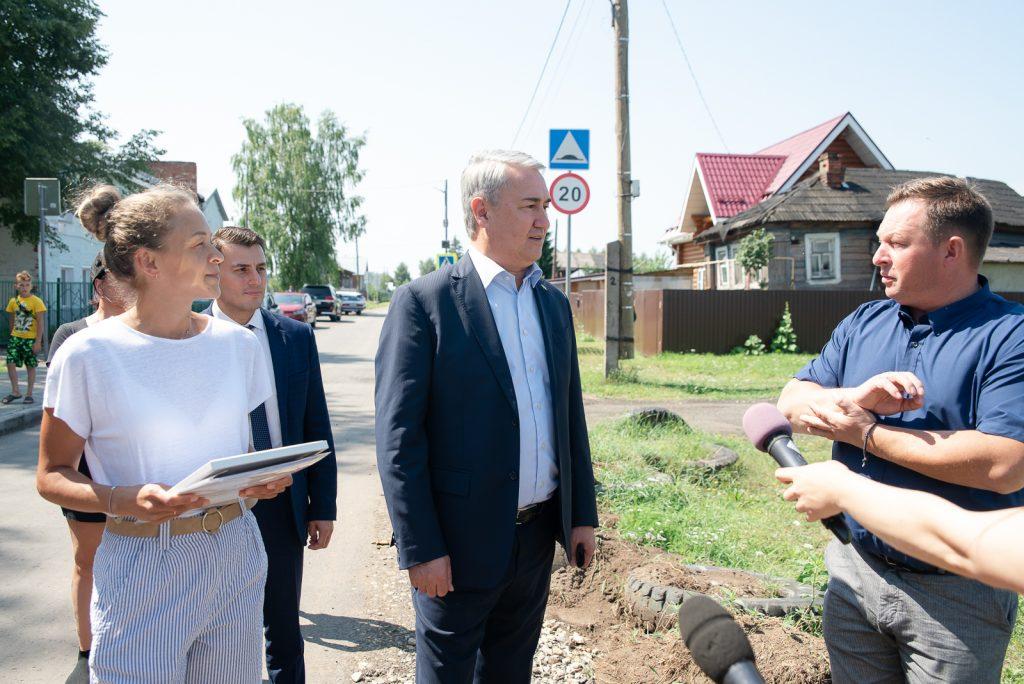 При поддержке Рахима Азимова в микрорайоне Субботиха строится хоккейная коробка