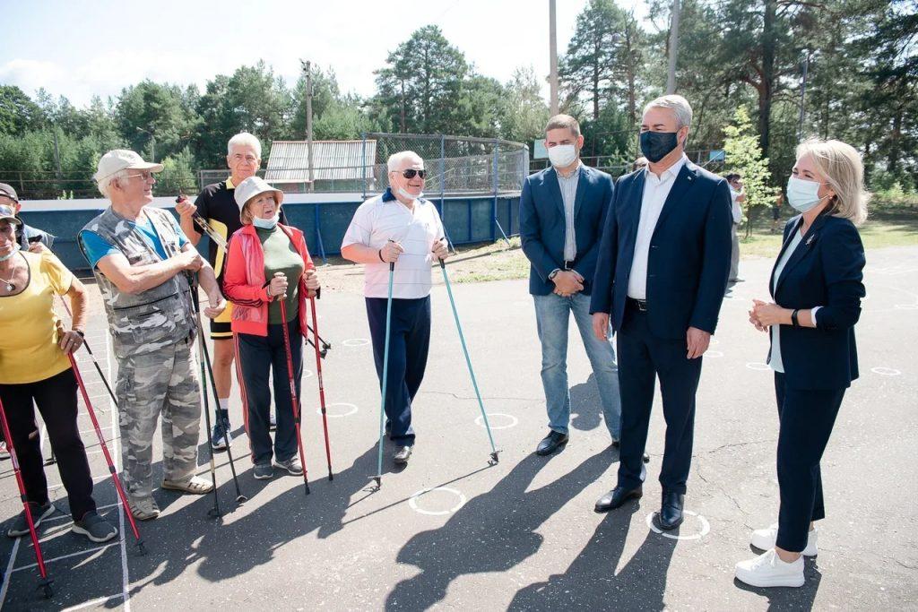 Рахим Азимов и жители Белой Холуницы обсудили перспективы развития спортивных и детских учреждений