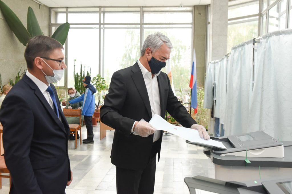 Рахим Азимов принял участие в голосовании
