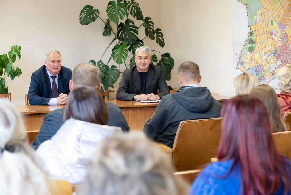 Рахим Азимов посетил школу и Дом культуры в деревне Стулово