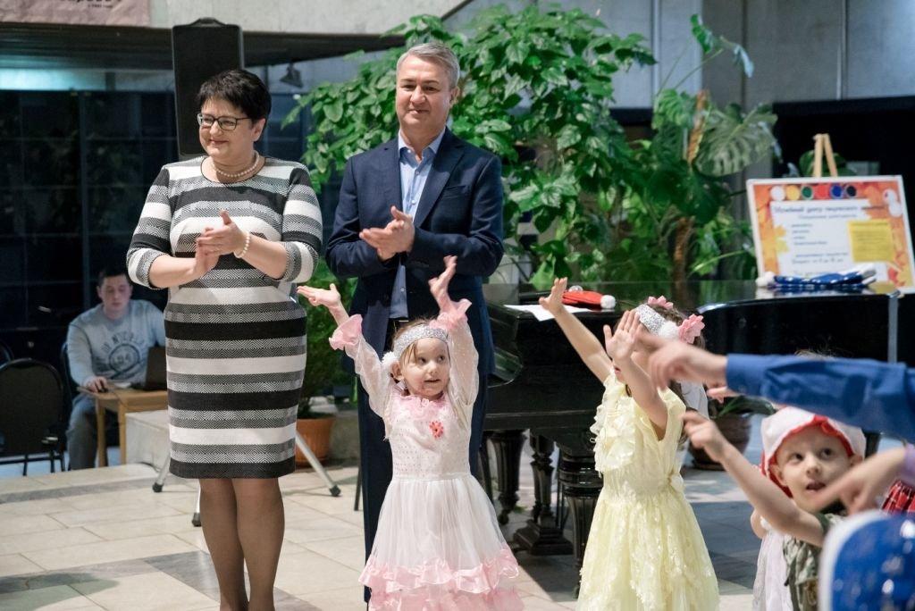 Рахим Азимов подарил новогоднее настроение воспитанникам центра отделения временного пребывания детей