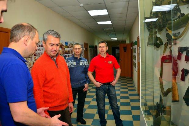 Депутат ОЗС Рахим Азимов встретился с кирово-чепецкими афганцами
