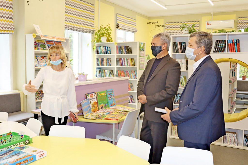 Рахим Азимов посетил модернизированную Нагорскую библиотеку
